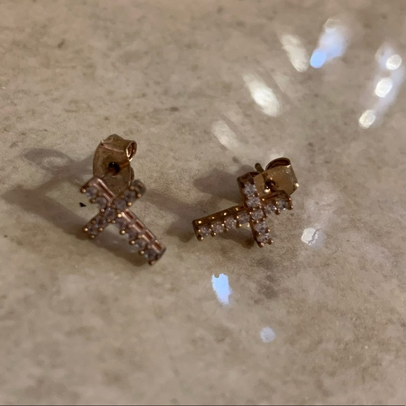 Jewelry - Cross earrings